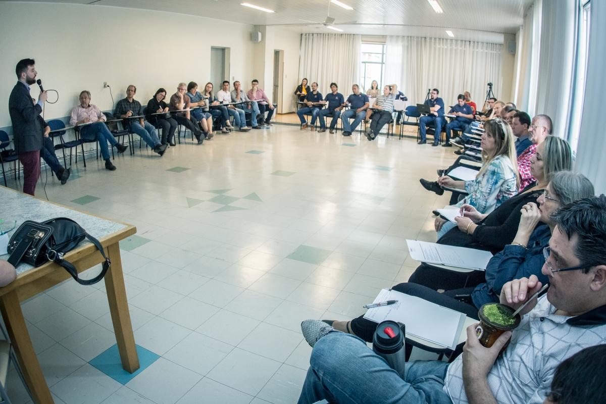 feteesul-realiza-seminarios-sobre-reforma-trabalhista-e-sustentabilidade-financeira-e-sobre-campanha-salarial-e-negociacao-coletiva